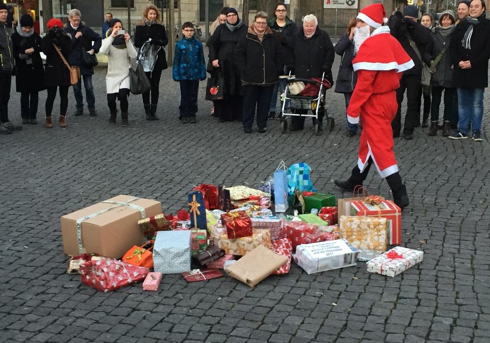 Auf dem Friedrich-Wilhelm-Platz war schon am 4. Dezember Bescherung. Foto: Nino Milizia