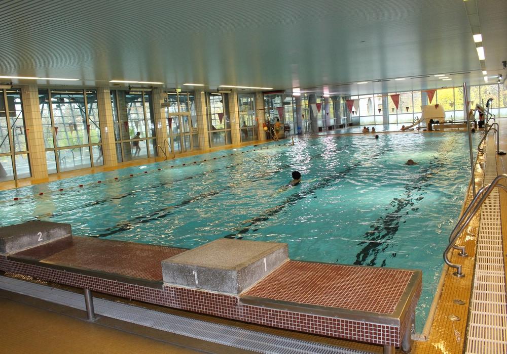 Das Hallenbad im Heidberg soll einen Neubau bekommen. Fotos: Anke Donner
