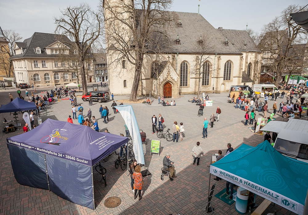 Zum verkaufsoffenen Sonntag am 3. April verwandelte sich der Jakobikirchhof in einen regelrechten Gesundheitsmarktplatz.
