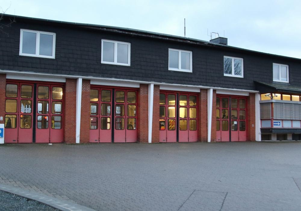 Der Wind griff unter das Feuerwehrdach der Wache 2 und hob es an. Foto: Rudolf Karliczek