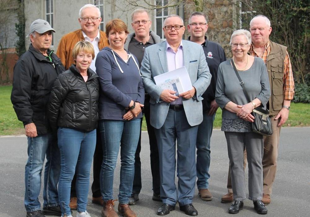 Der CDU-Stadtverband mit seinem Vorsitzenden Andreas Meißler (6. v. l.) freute sich über die positive Resonanz zum Ortsrundgang in Fümmelse. Foto: CDU