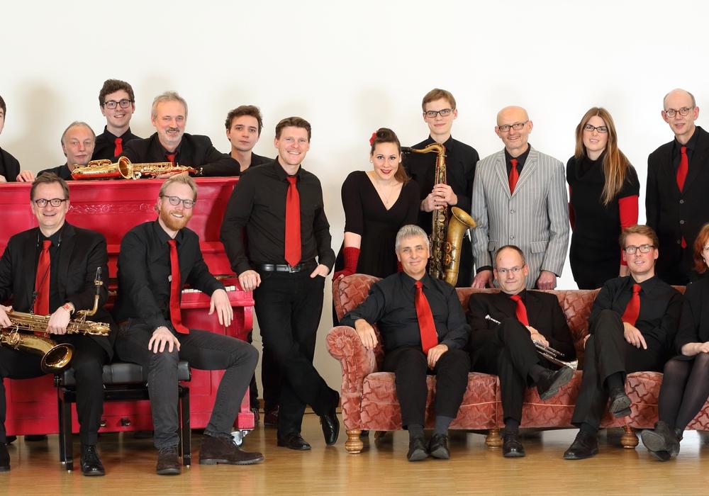 Mit dem Jubiläumskonzert und der neuen CD wollen die Jazz-Musikerinnen und Musiker erneut ihre Leidenschaft für Jazz-Arrangements unter Beweis stellen. Foto: Bigband TU Braunschweig