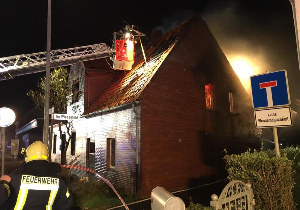 In Mündstedt brannte ein Haus. Fotos: aktuell24