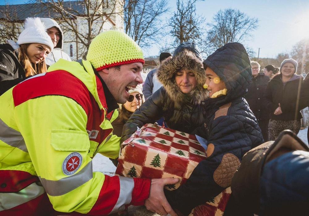 """Die Hilfsaktion der Johanniter """"Weihnachtstrucker"""" ist angelaufen. Foto: Tobias Grosser/ Johanniter."""