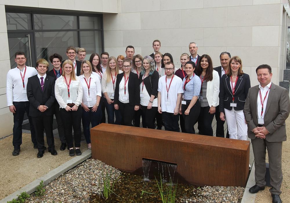 Die Jurymitglieder und Schüler kurz vor der Präsentation der Geschäftsideen in Braunschweig, Fotos: Allianz für die Region GmbH/ Susanne Hübner