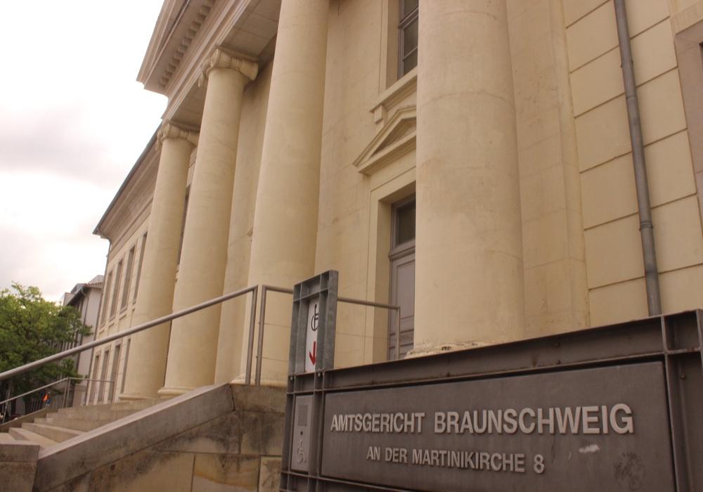 Vor dem Amtsgericht Braunschweig begann am Mittwoch der Prozess gegen einen Mann wegen des Besitzes und der Verbreitung von kinder- und jugendpornografischen Bildern und Videos. Foto: Anke Donner