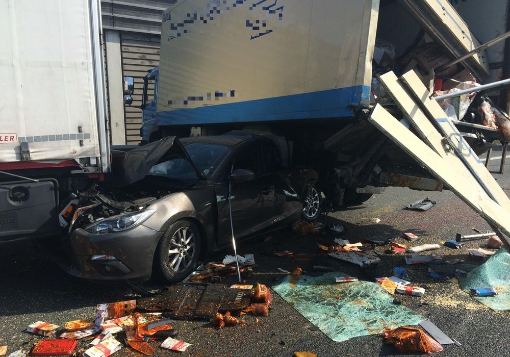Ein schwerer Folgeunfall hat sich auf der A2 ereignet. Ein LKW-Fahrer fuhr auf das Stauende auf. Foto:24-7aktuell (BM)
