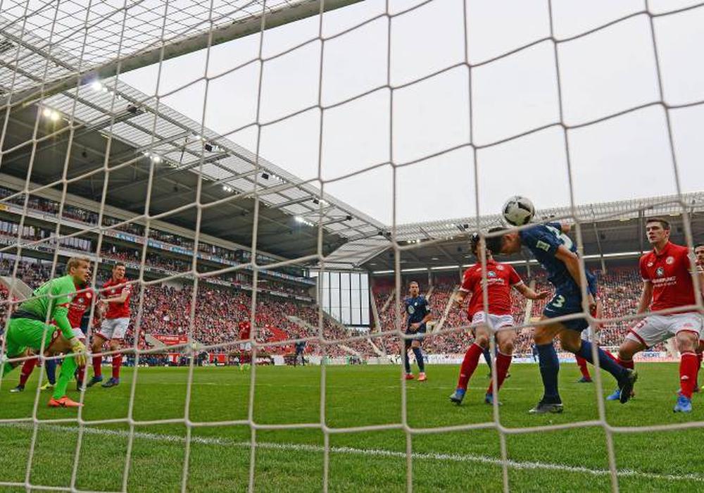 Mario Gomez traf zur Führung gegen Mainz. Foto: imago/Jan Hübner