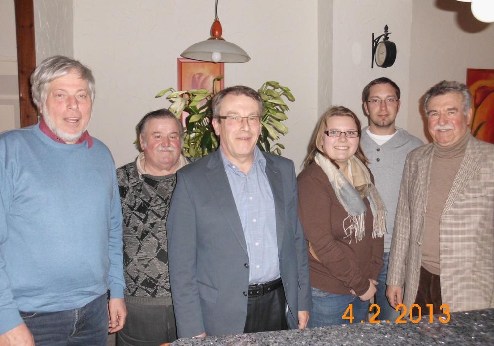 Neuer (alter) Vorstand der SPD-Groß Stöckheim. Von links: Reinhard Voges, Leopold Schmidt, Axel Kohnert, Michelle Piraks, Michael Hofmann und der Vorsitzende Heiner Biller. Foto: Privat