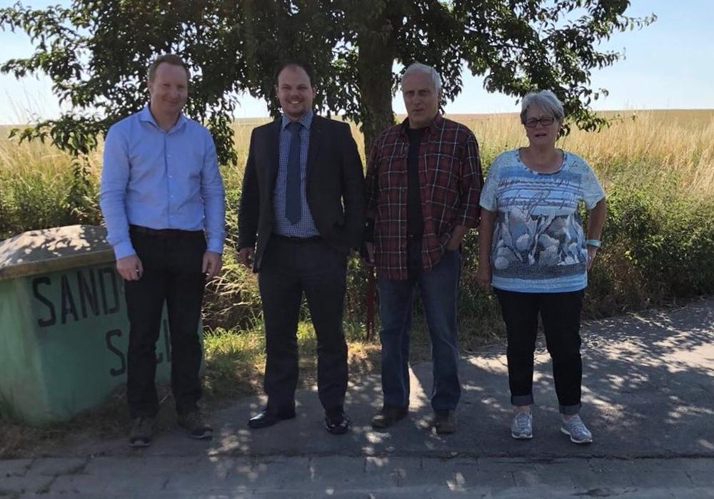 Bei der Besichtigung des fertiggestellten Projektes: v.l. Michael Petrick, Tobias Schliephake, Hans Nowak, Gertraude Fricke. Foto: Tobias Schliephake