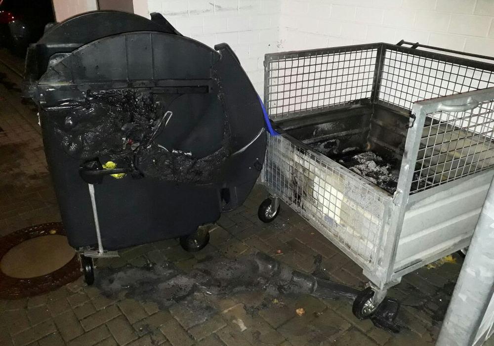 Am Sonntag brannten zwei Container in Wolfenbüttel. Foto: Feuerwehr Wolfenbüttel
