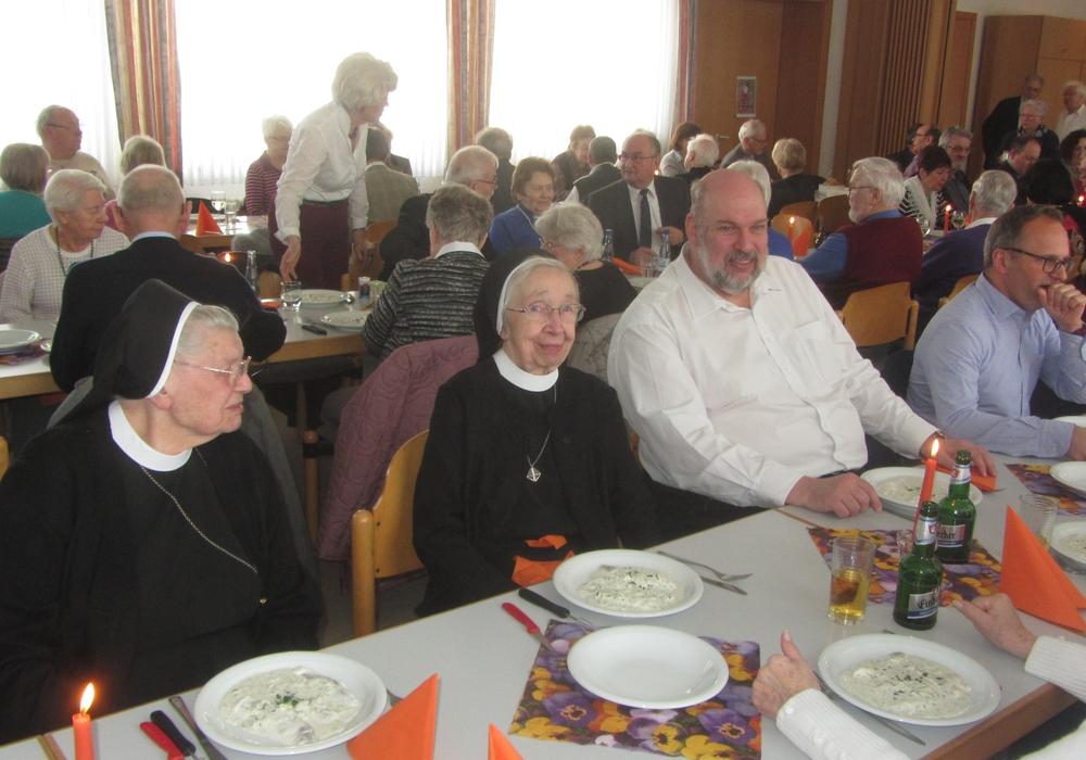 Beim Fastenessen der KAB kamen mehr Gäste als erwartet. Foto: Rudi Dutka