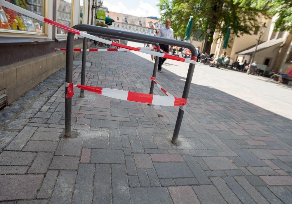 Die ersten Fahrradständer wurden am Jakobikirchhof aufgestellt. Foto: Alec Pein