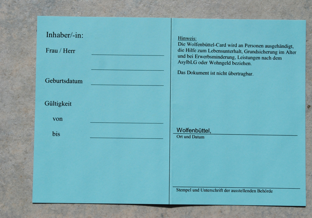 Die Wolfenbüttel-Card enthält den Namen, das Geburtsdatum und das Gültigkeitsdatum des aktuellen Leistungsbescheides des Bedürftigen. Foto: Anke Donner