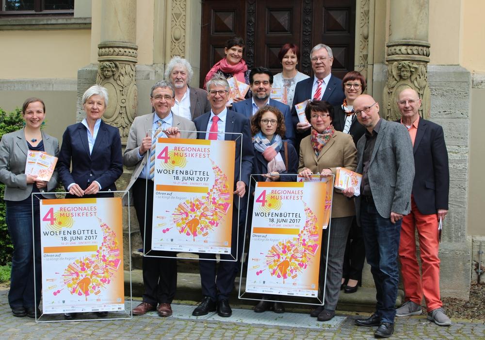 Die Organisatoren stellten am heutigen Dienstag in der Seeliger-Villa das Programm für das Musikfest vor. Foto: Nick Wenkel