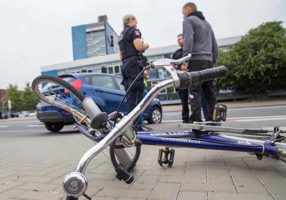 Zu dem Unfall kam es direkt vor dem Rathaus. Foto: Rudolf Karliczek