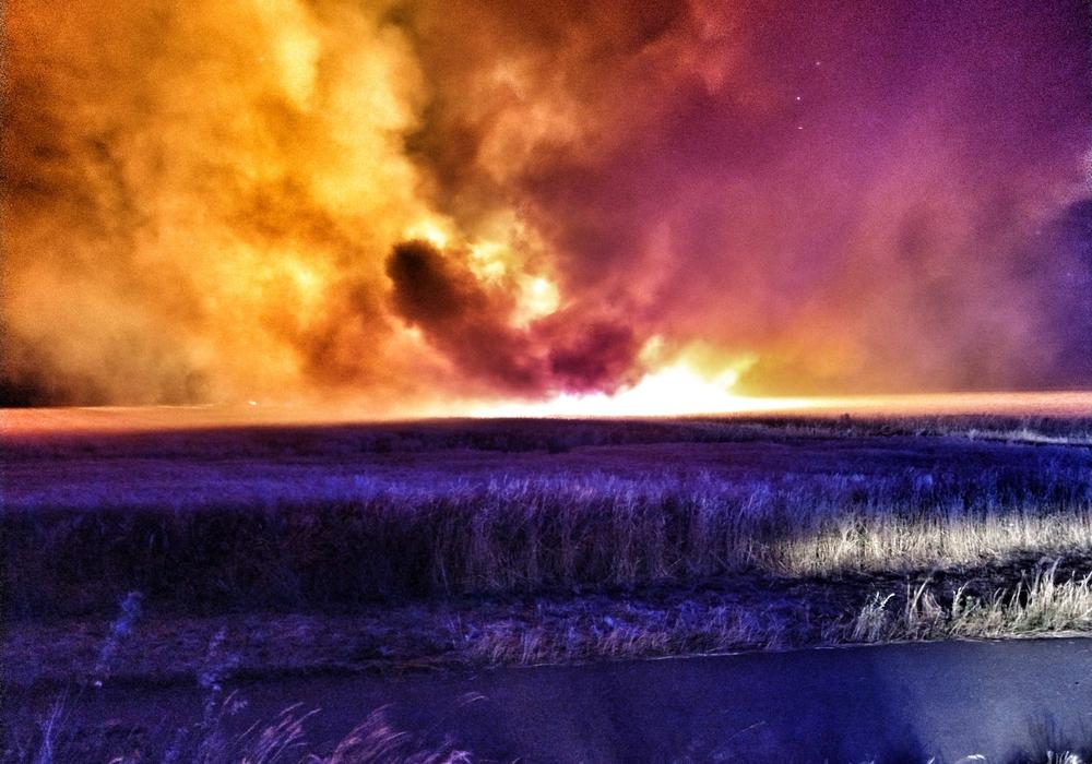 Flammen erhellen die Nacht. Fotos: Feuerwehr Vorsfelde