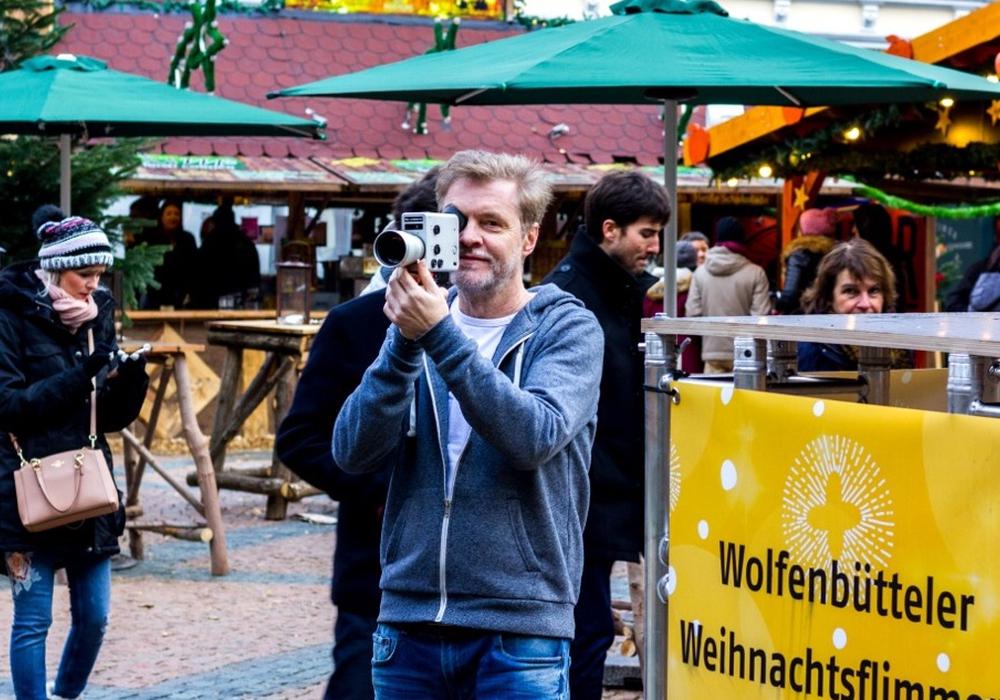Jürgen Lossau drehte mit einer Nizo Super-8-Filmkamera von 1976 auf dem Wolfenbütteler Weihnachtsmarkt. Foto: stadtflimmern