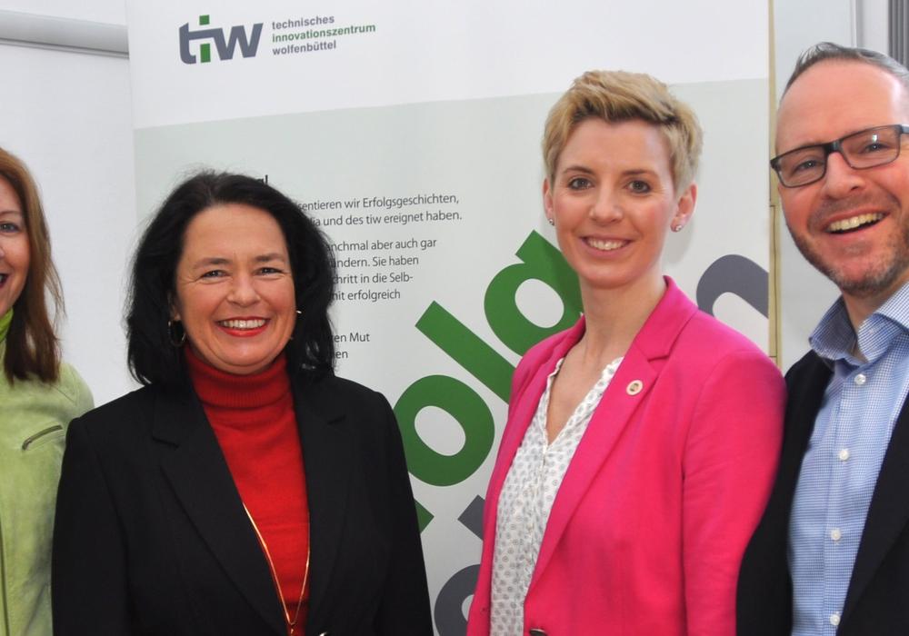 Cordula Miosga (von links), Carola Weitner-Kehl, Corinna Werner und Heiko Bartels fördern und beraten Jungunternehmer. Foto: tiw