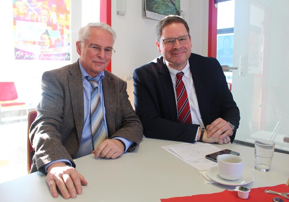 Niedersachsens Finanzminister Peter-Jürgen Schneider (li.) und Landtagsabgeordneter Marcus Bosse. Fotos: Alexander Dontscheff