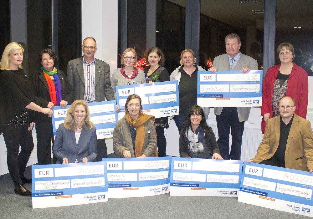 Die symbolische Übergabe des Spendenchecks fand bereits am 9. November vergangenen Jahres statt. Foto: Privat