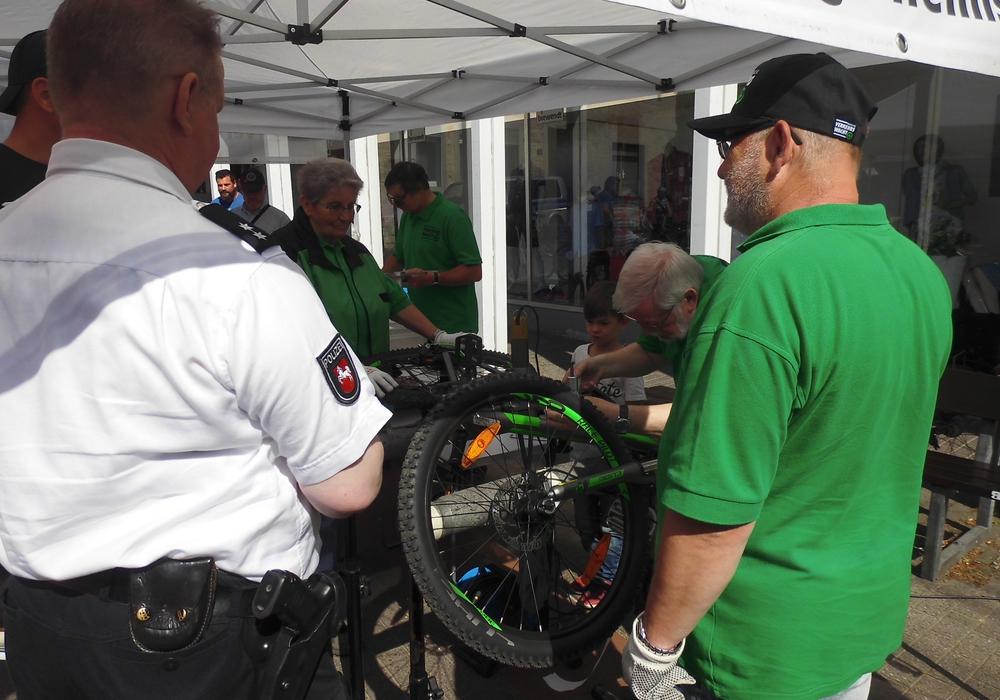 300 Besucher bei Fahrrad-Aktion in Fallersleben. Foto: Verkehrswacht Wolfsburg