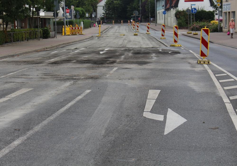 Am Montag haben die Bauarbeiten am Neuen Weg begonnen. Jetzt wird auch die Zufahrt über die K 29 aus Richtung Braunschweig-Stöckheim gesperrt. Foto: Jan Borner