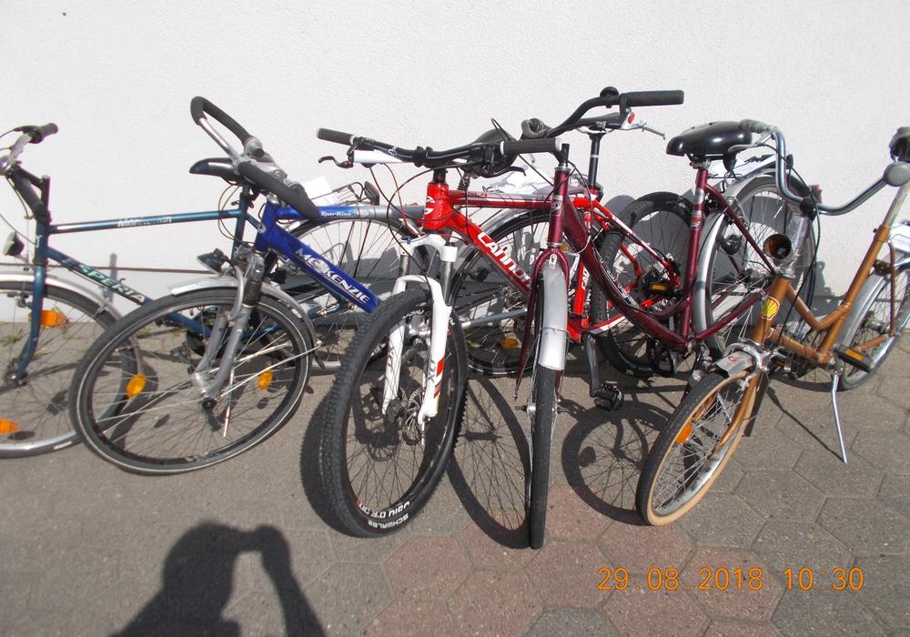 Wer kann Hinweise zu den aufgefundenen Rädern geben? Foto: Polizei Wolfenbüttel