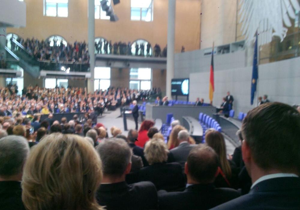 Marion Lau fotografierte direkt von ihrem Platz aus den frisch gewählten Bundespräsidenten bei seiner Antrittsrede. Foto: Marion Lau