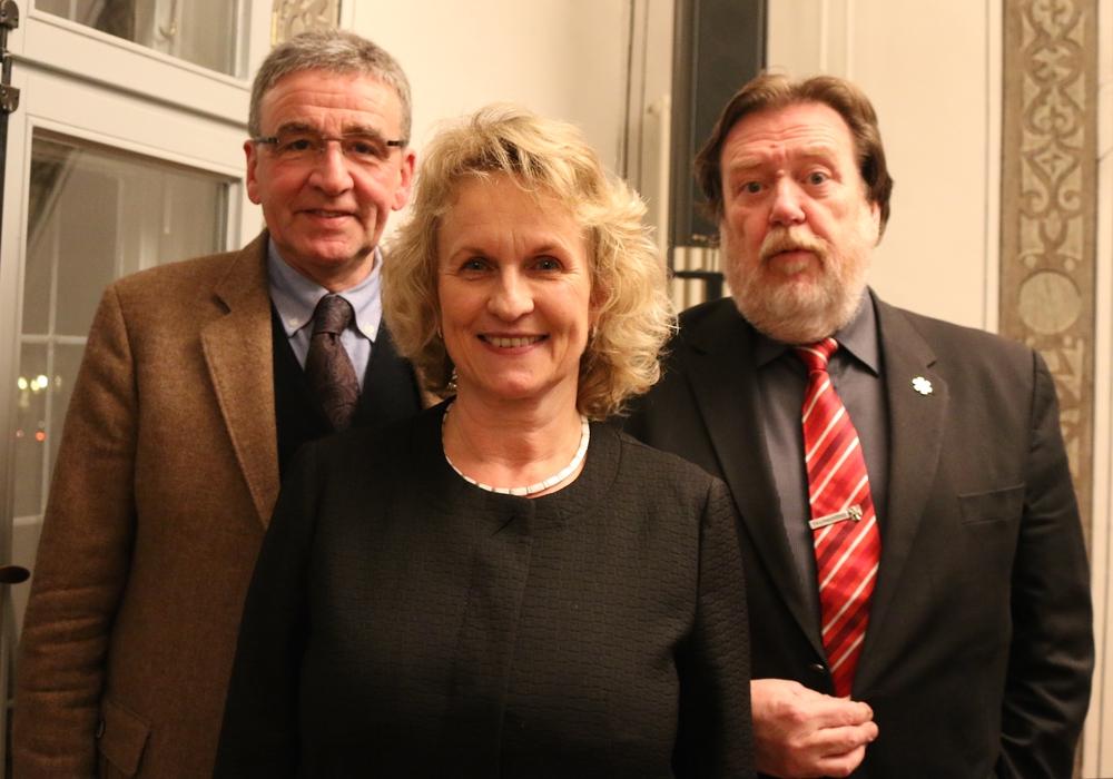 Bürgermeister Thomas Pink mit seinen neuen alten Stellvertretern Kathrin Rühland und Heinz-Rainer Bosse. (v.l.) Fotos: Werner Heise