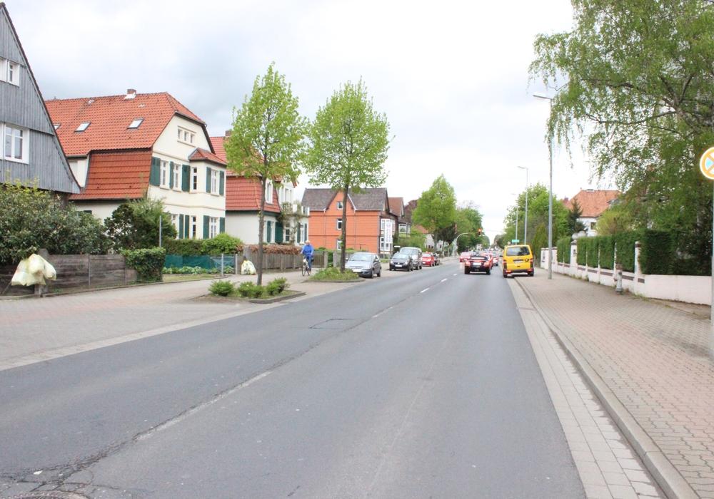 Auf dem Neuen Weg ab der Kreuzung Salzdahlumer Straße in Richtung Innenstadt sollte laut CDU Tempo 30 geprüft werden. Archivfoto: regionalHeute.de