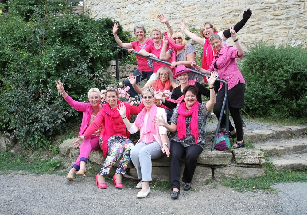 """Die Läuferinnen der Gruppe """"Pink Ladies"""" fiebern dem Anti-Brustkrebs-Lauf in den Wallanlagen entgegen. Foto: Privat"""