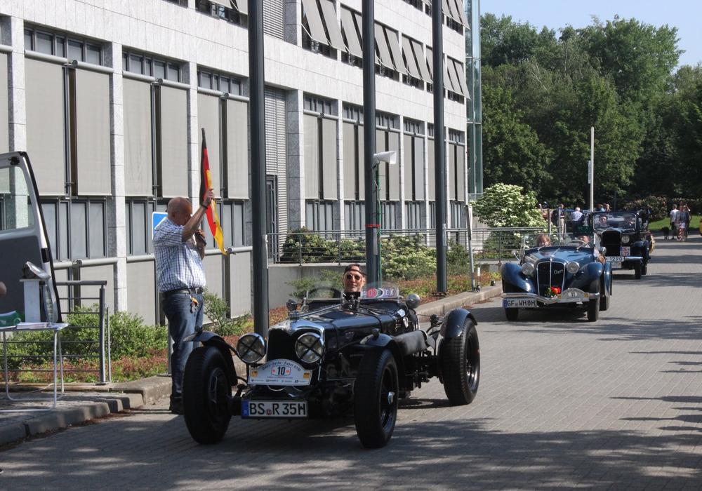 1434 Oldtimer starteten am Sonntag von Braunschweig aus zur Harz-Heide-Fahrt. Foto: Anke Donner