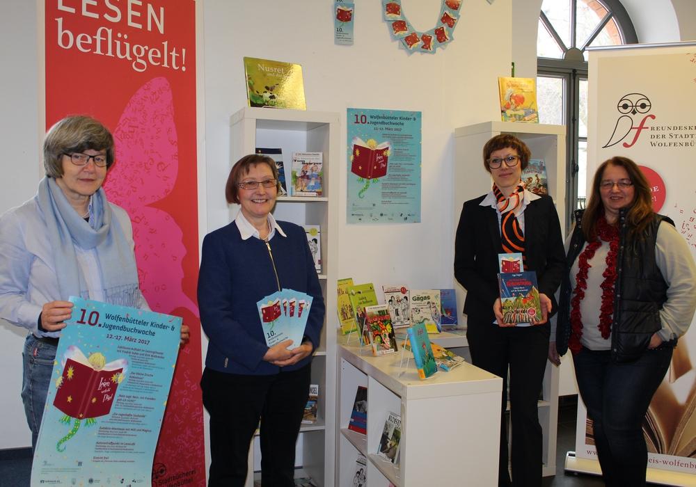 Von links: Sigrid Schaper, Ille Schneider, Daniela Koschlig und Beate Keitel freuen sich schon auf die Vorlesungen. Foto: Nick Wenkel