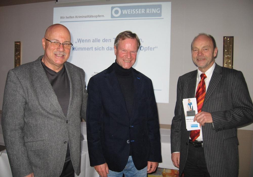 """Ltd Kriminaldirektor a.D. R. Bruckert, J.Braun Präsident Kiwanisclub Wolfenbüttel e.V., Rainer Oelgeschläger, Außenstellenleiter """"Weisser Ring"""", Wolfenbüttel. Foto: Privat"""