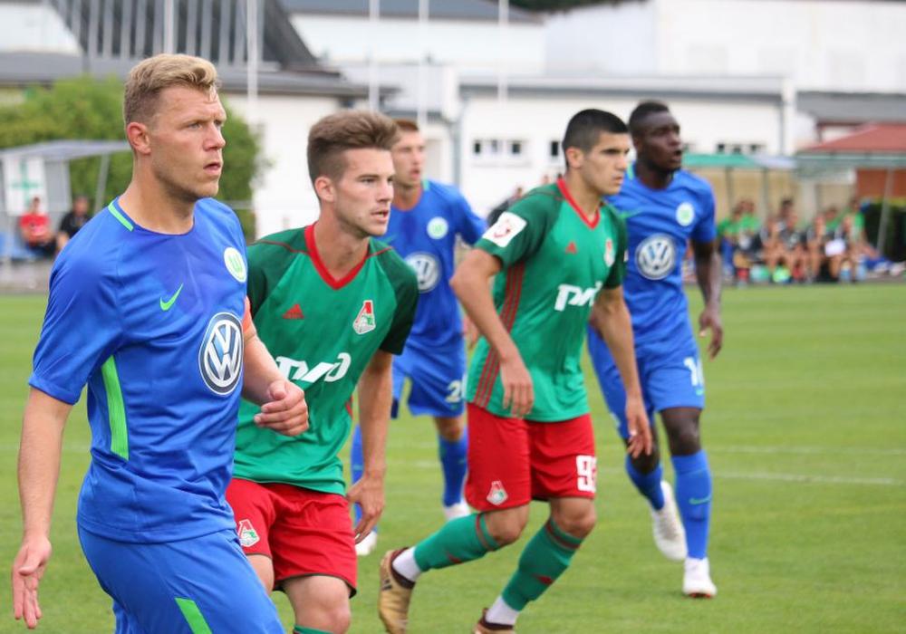 Mannschaftskapitän Julian Klamt (ganz links) köpfte das 1:0 in die Maschen. Foto: VFL
