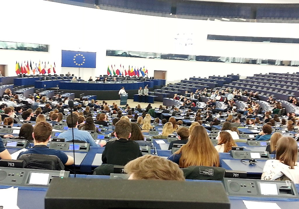 Insgesamt waren 672 Jugendliche aus allen 28 EU-Ländern anwesend. Foto: Gymnasium am Bötschenberg