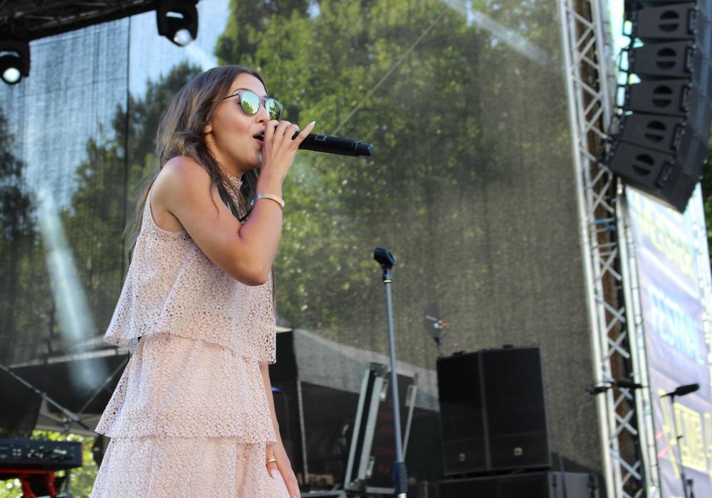 Namika bei einem Auftritt im Juni 2017 in Salzgitter. Foto: Nadine Munski-Scholz