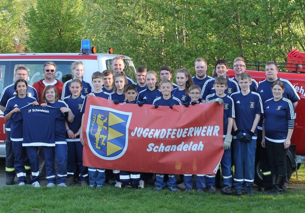 Die Jugendfeuerwehr Schandelah nach dem ersten Wettkampftraining mit den neuen Shirts. Foto: privat