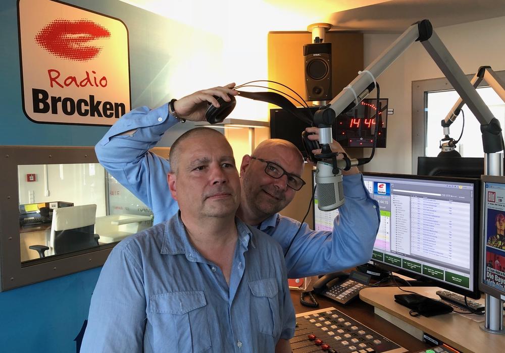 Ingo aus Offleben mit Marc Angerstein im Radio Brocken Studio. Foto: privat
