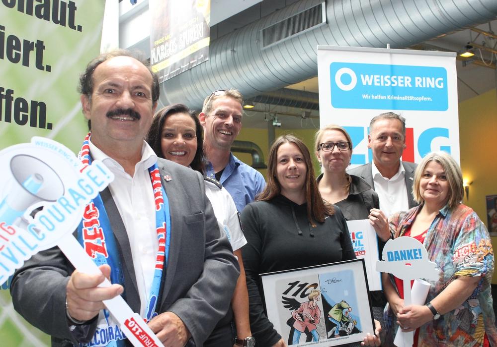 Projektleiter Günther Koschig (vorne links) sucht wieder Bürger mit Zivilcourage. Archivfoto: Anke Donner