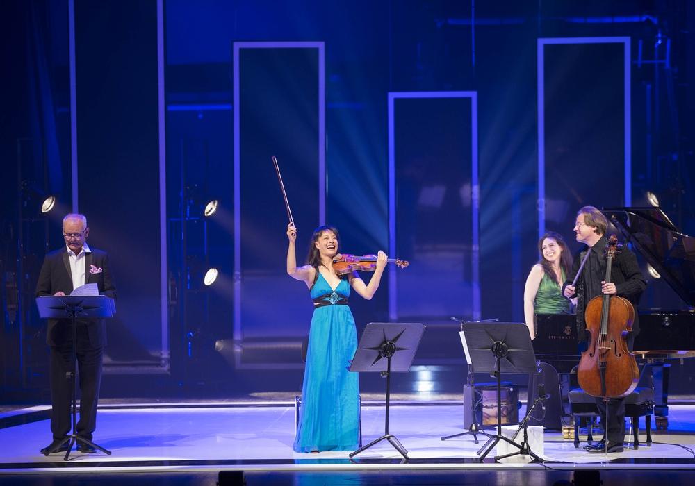 Mit einem ungewönlichen Konzert begeisterten Bill Murray, Jan Vogler and Friends das Publikum im Wolfsburger Theater. Fotos: Volkswagen, Podcast: Eva Sorembik