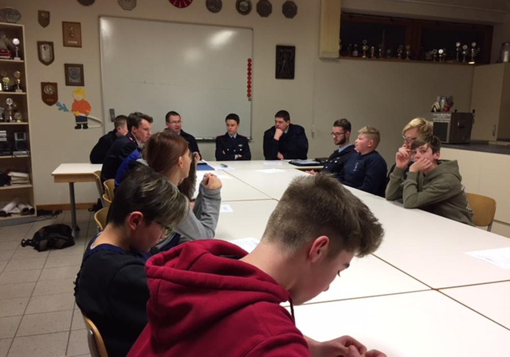 Am vergangenen Freitag fand die Jahresversammlung der Jugendfeuerwehr statt. Foto: Detlef Gliese