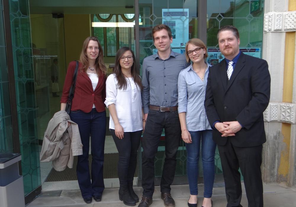 Das Autorenteam von links nach rechts: Stefanie Lenke-Hitrov, Gülsah Karakoc, Jan Siegemund, Kira Kessler und Simon Sosnitza. Foto: Landkreis Helmstedt