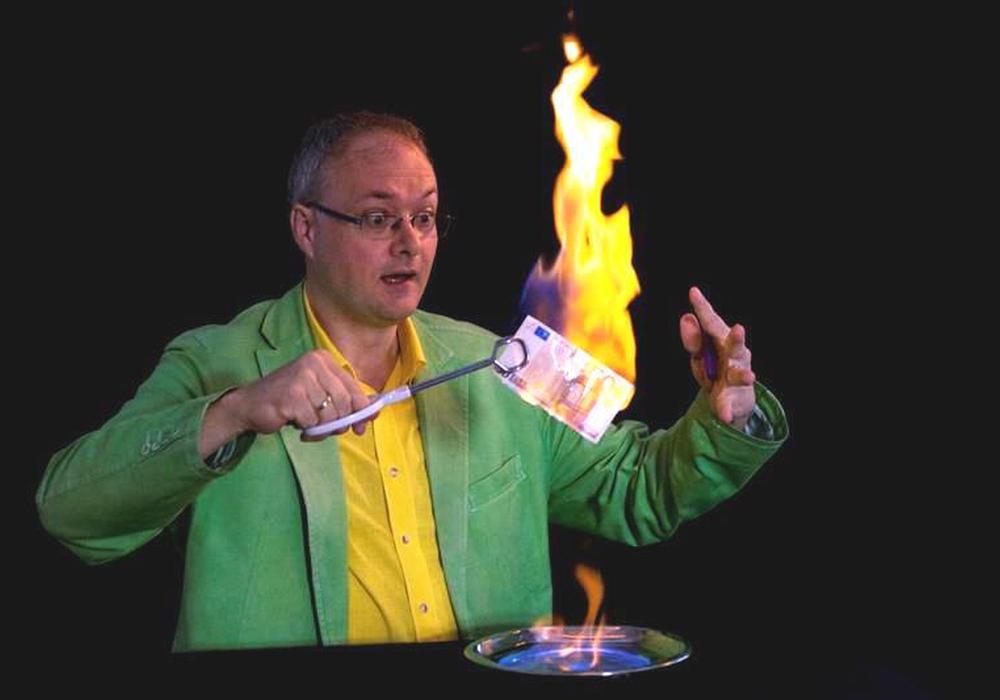 """Highlight ist die interaktive Wissenschaftsshow """"Heckers Hexenküche"""". Foto: Ostfalia Hochschule"""