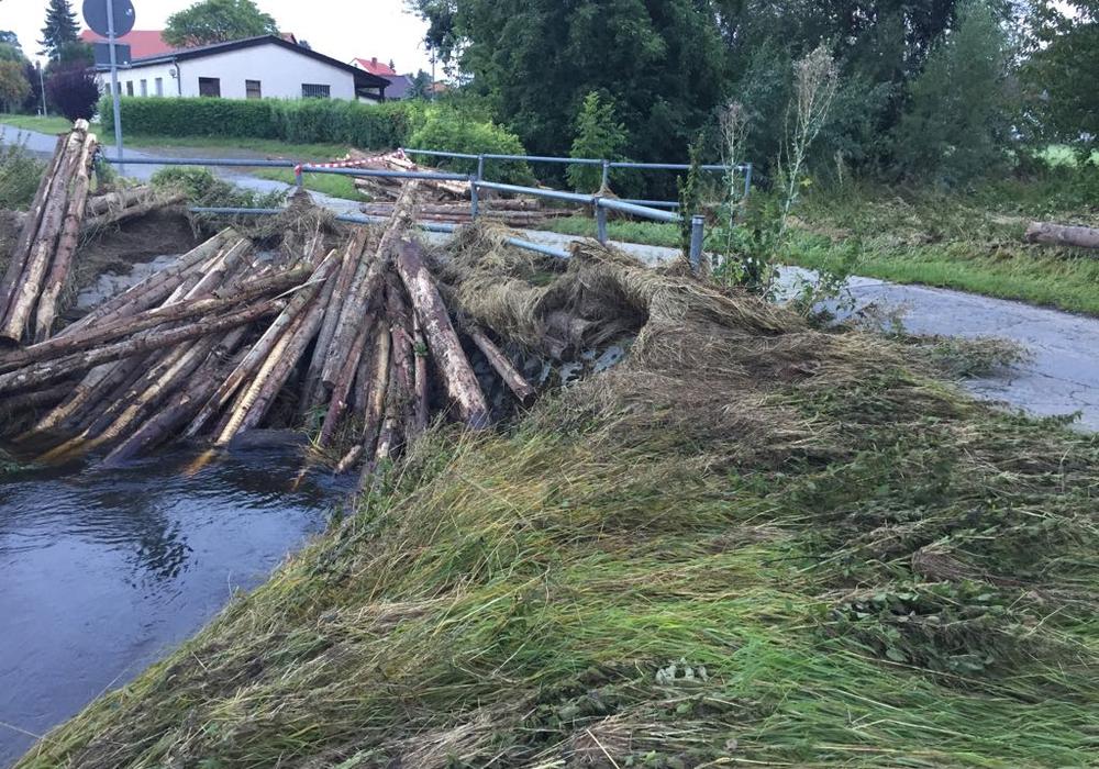 Erst im Sommer hatte das Hochwasser für beträchtliche Schäden in Ohrum gesorgt. Nun könnte der Pegel der Oker erneut auf 3,50 Meter steigen. Foto: Anke Donner