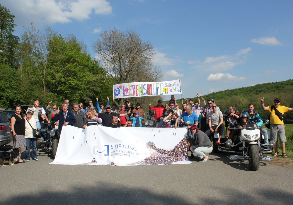Die Braunschweiger Wirtschaftsjunioren und die Lebenshilfe Salzgitter trafen sich zum zweiten Mal zu einer gemeinsamen Trike-Tour. Foto: Privat