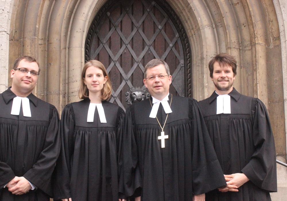 Bei der Landeskirche Braunschweig kann von Nachwuchsmangel keine Rede sein. Erst kürzlich wurden drei neue Pfarrer in ihr Amt erhoben. Foto: Anke Donner