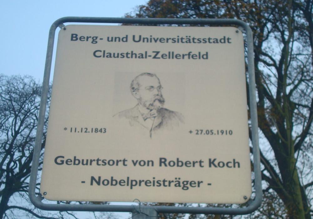 Das Hinweisschild von Robert Koch wird vermisst. Fotos: Polizei Oberharz