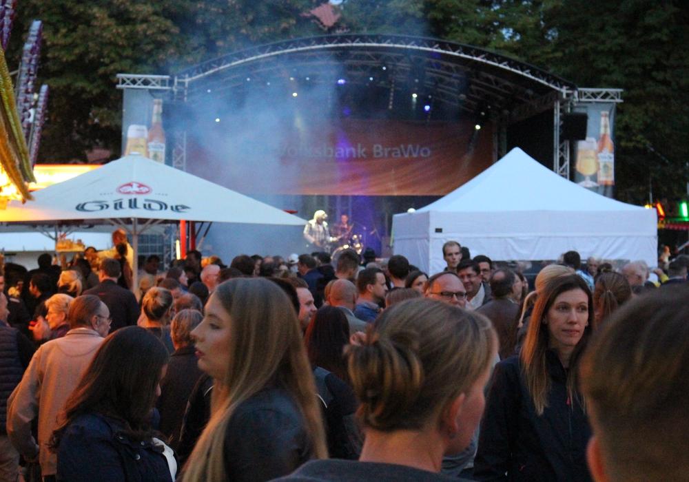 Die Massen strömen in die sonst so beschauliche Altstadt und feiern. Fotos: Sandra Zecchino